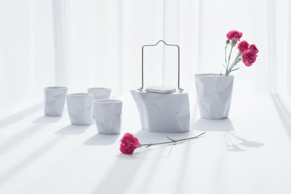 Czajnik Pogięty z 4 kubeczkami, biały, porcelana, Modus Design, 220zł