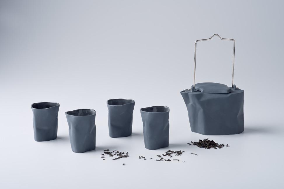 Czajnik Pogięty z 4 kubeczkami, grafit, porcelana, Modus Design, 220zł