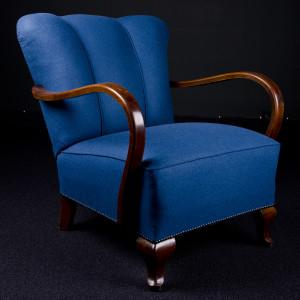 Fotel w obiciu ciemno-niebieskim